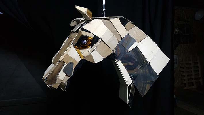 Il cavallo, non completo, della Bottega dell'Invisibile che sarà portato a Buccheri