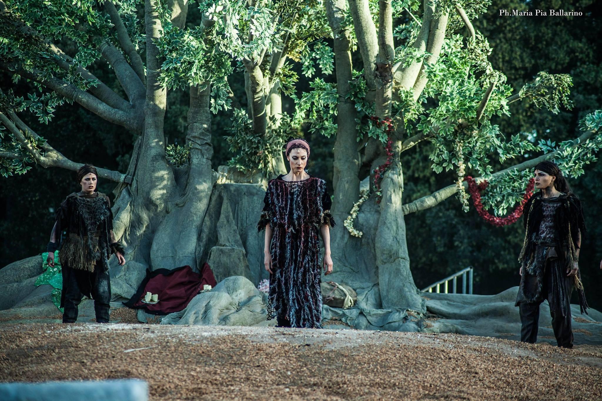 Anna Della Rosa è Antigone