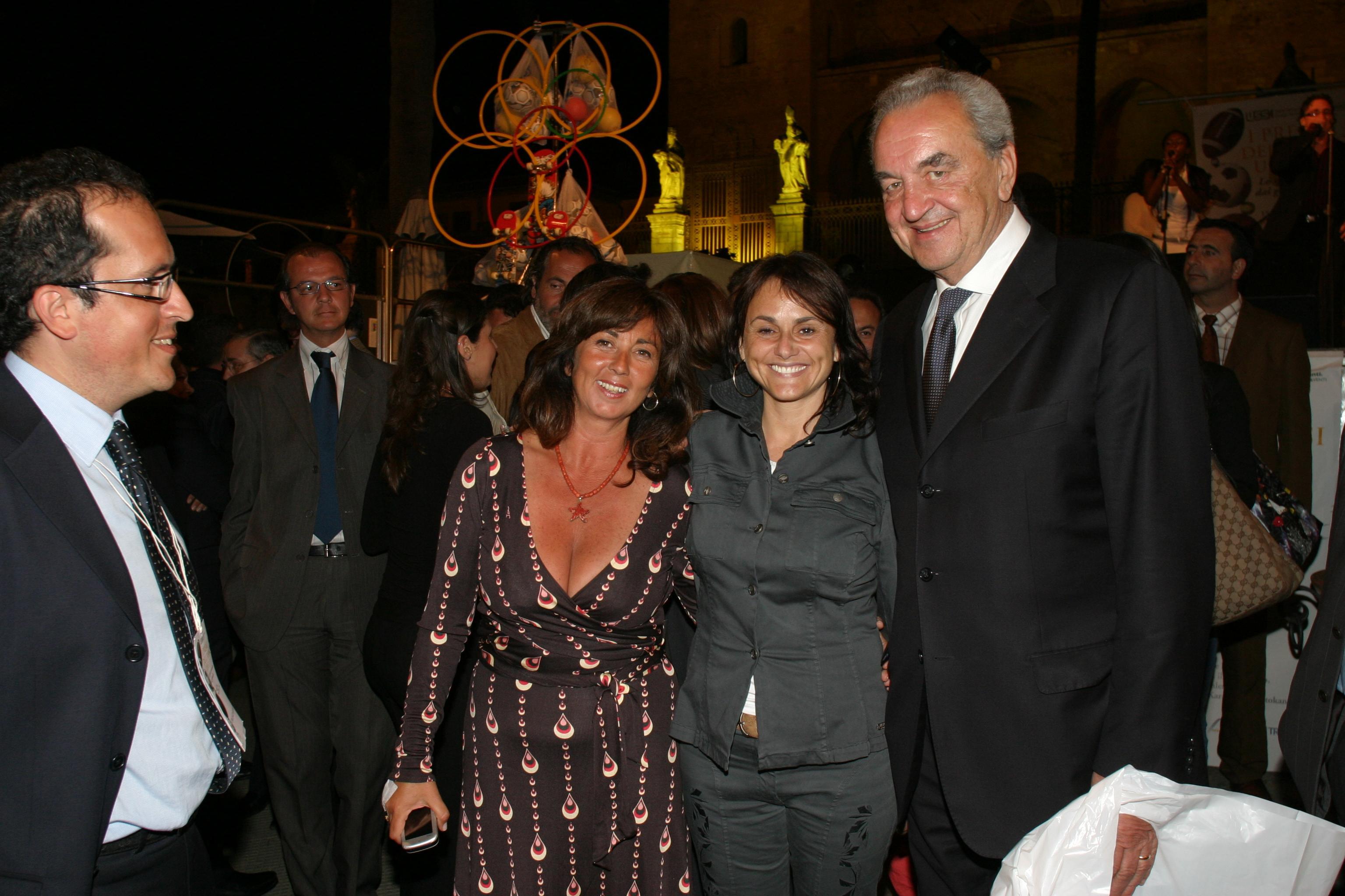 Amelia Bucalo Triglia con Simona Vicari e Bruno Pizzul ai Premi Ussi 2006
