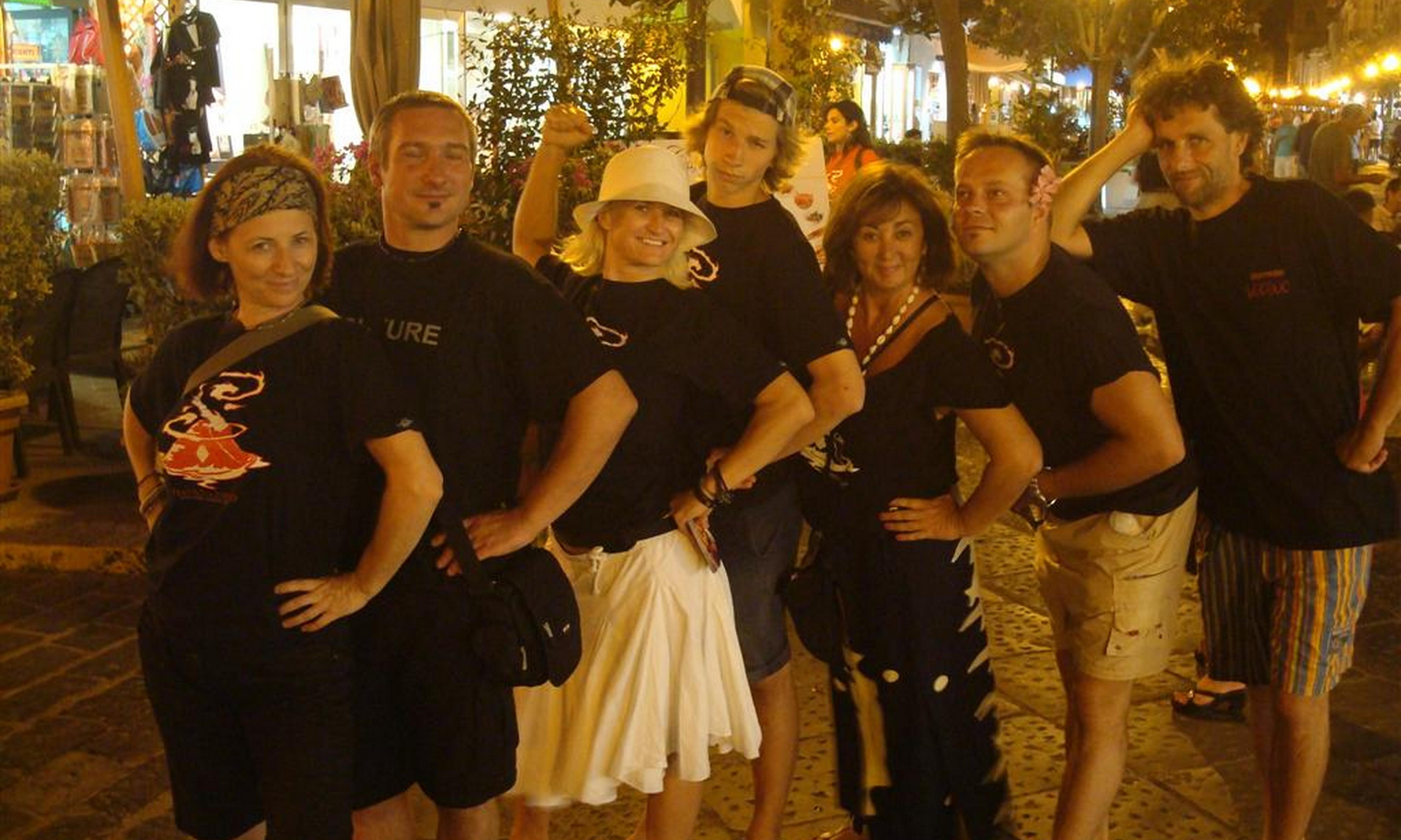 Amelia Bucalo Triglia a Lipari con gli artisti del Teatro del Fuoco