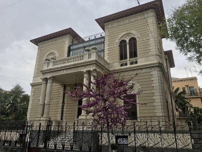 Riapre a catania la storica villa del grado ospiter un for Corso arredatore d interni catania