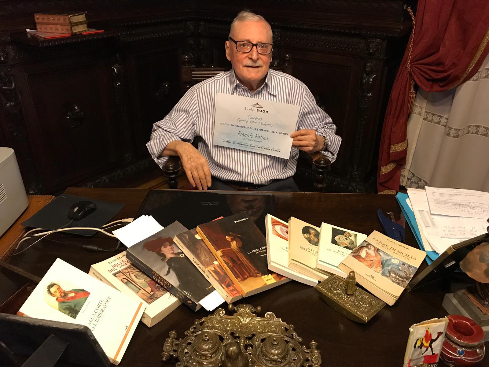 Placido Petino con il premio della critica di Etnabook - Igor photo