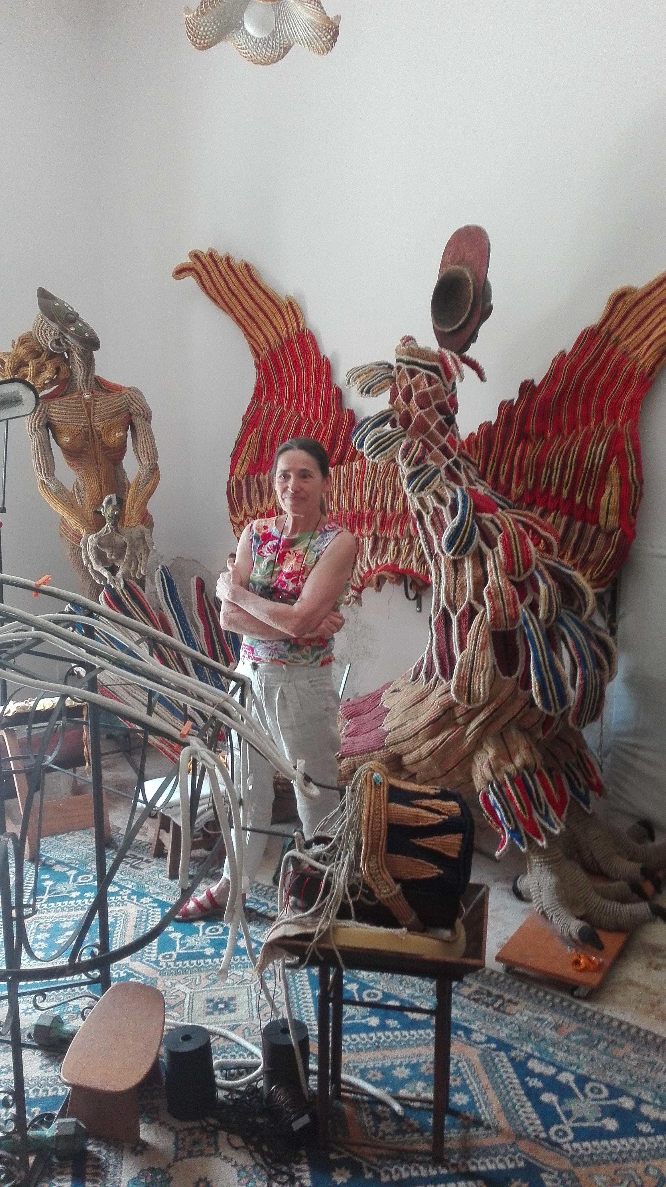 Sylvie Clavel nella sua casa laboratorio di Agrigento