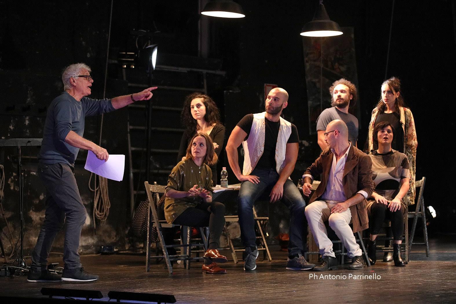 Michele Placido dirige le prove dei Sei personaggi