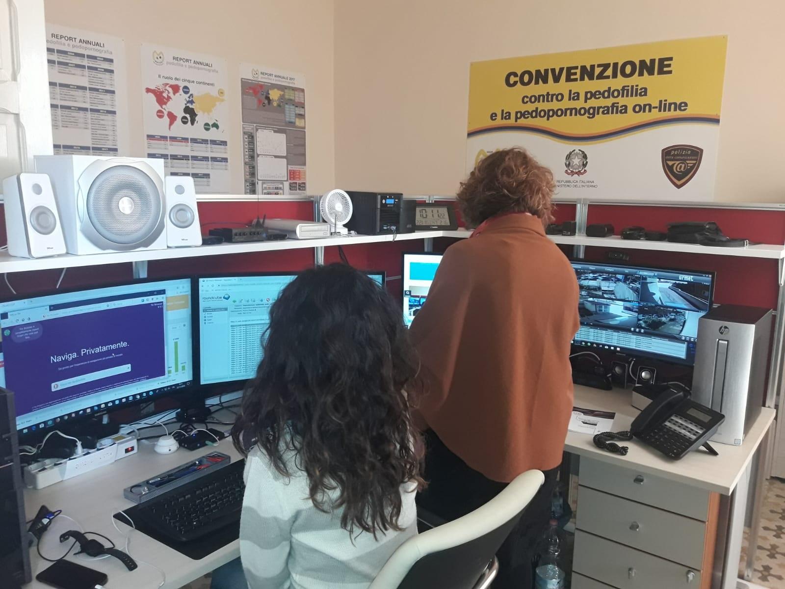 Operatrici di Meter al lavoro nella sede di Avola
