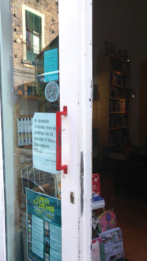 Libreria Vicolo Stretto, il bando al libro di Totò Riina jr, foto Vittoria Averni