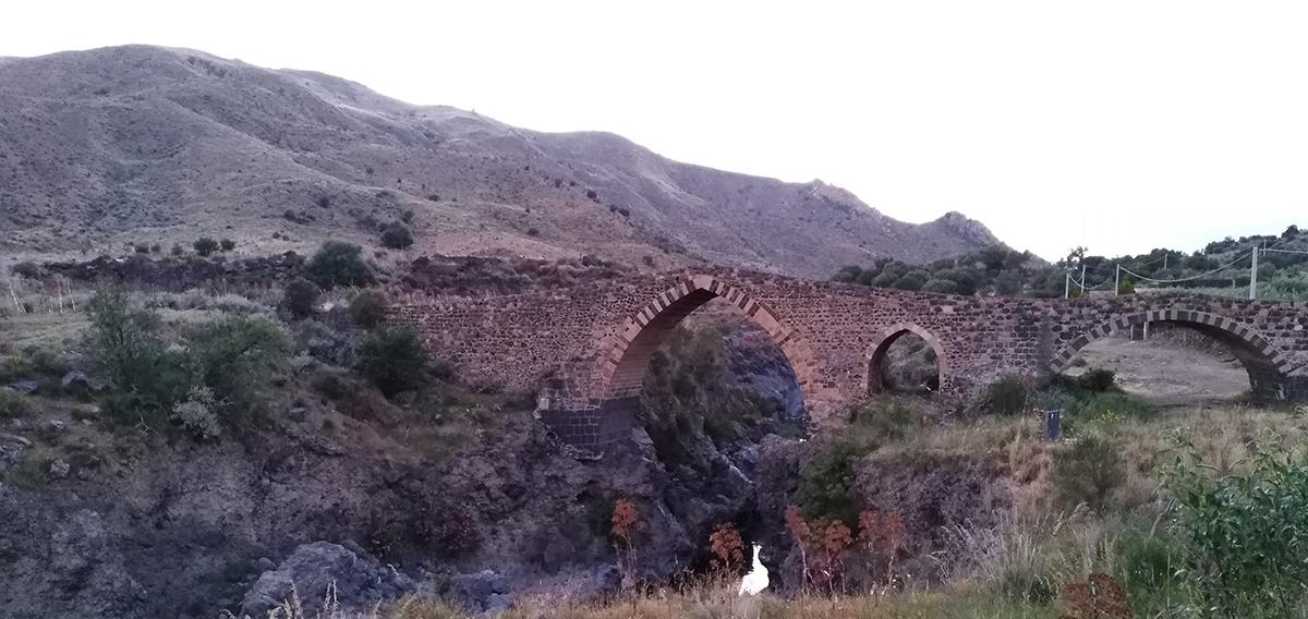 Il ponte dei Saraceni di Adrano, foto di Salvo Fallica
