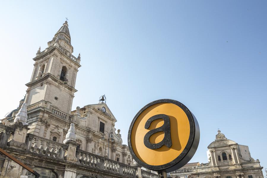 Il logo di A tutto volume campeggia a piazza San Giovanni