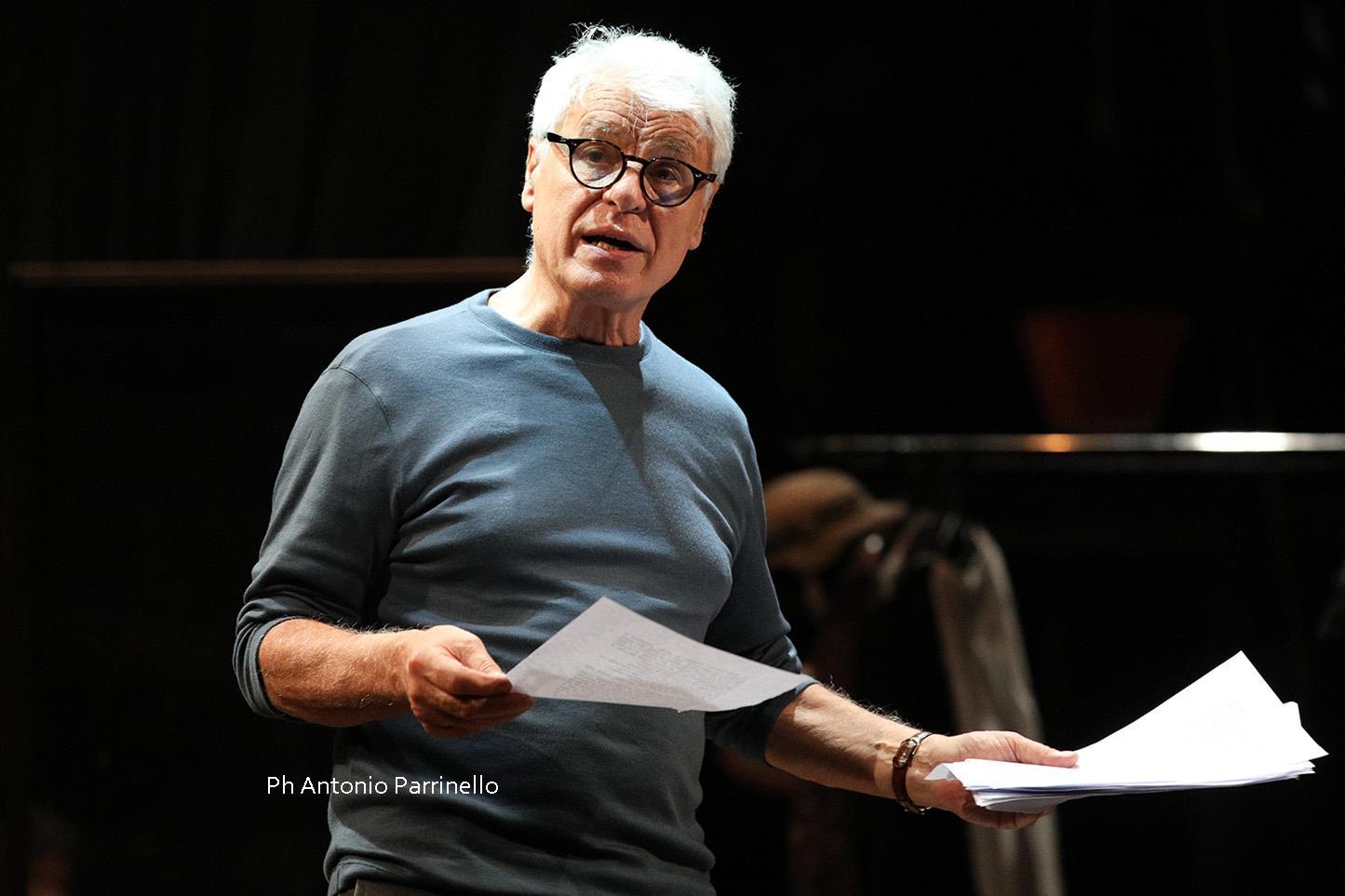 Michele Placido durante le prove dei Sei personaggi in cerca d'autore