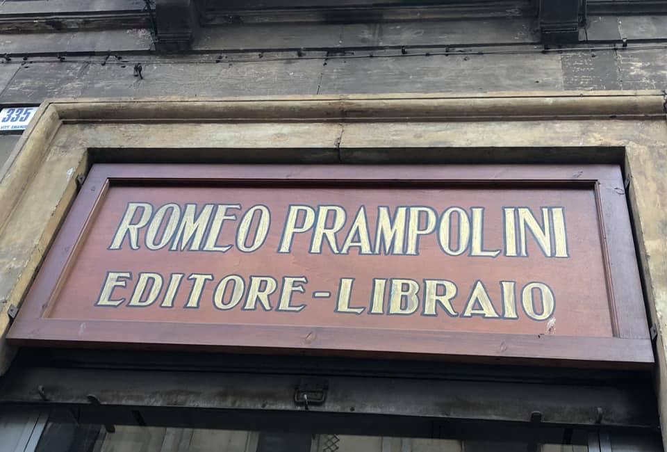 La storica insegna della libreria Prampolini di Catania
