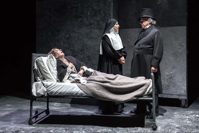 Una scena da I Miserabili con Franco Branciaroli