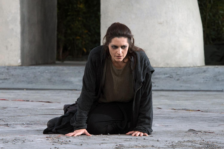 Roberta Caronia nei panni di Antigone - ph Tommaso Le Pera