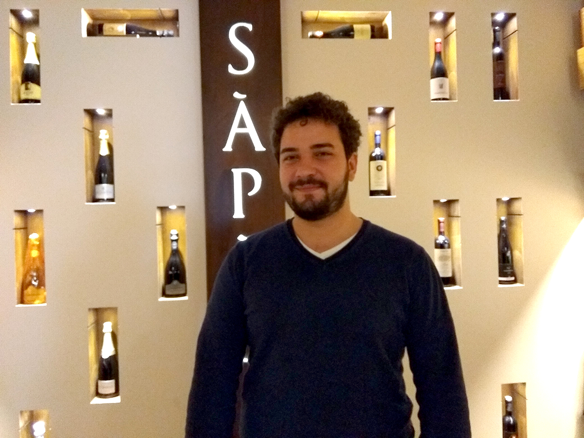Alessandro Ingiulla nel suo ristorante