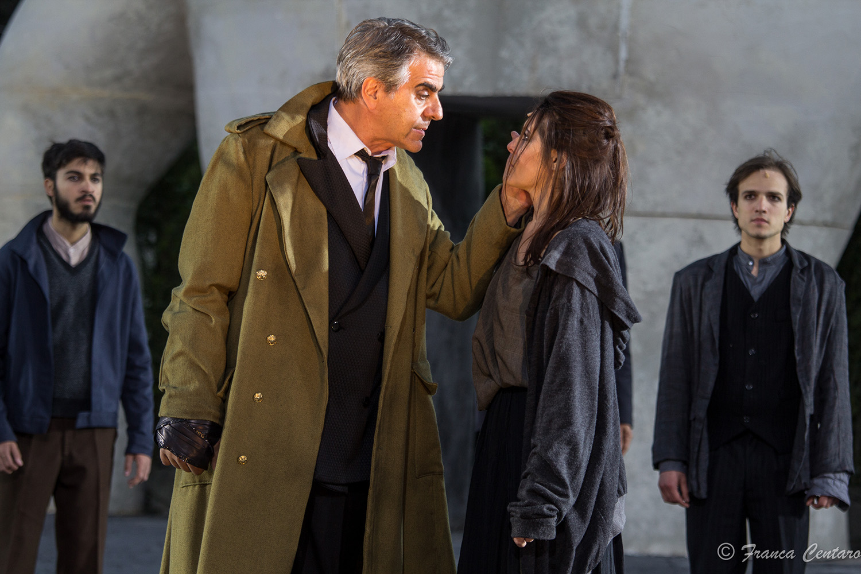 Stefano Santospago/Creonte e Roberta Caronia/Antigone - ph Franca Centaro