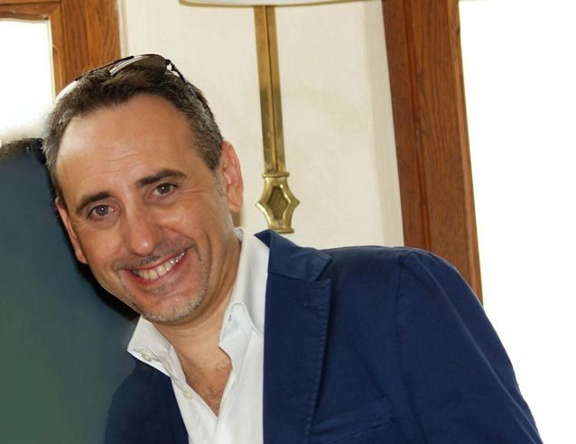 """""""En Taormina en invierno"""", il libro del giornalista catanese Antonello Carbone pubblicato in spagnolo"""