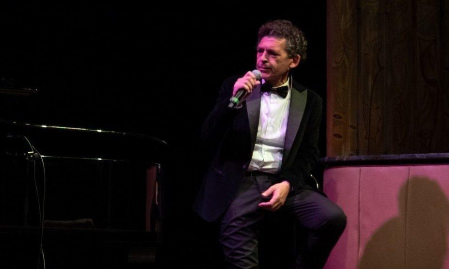 Caino, il crooner della mafia, swing d'unione tra vita e morte