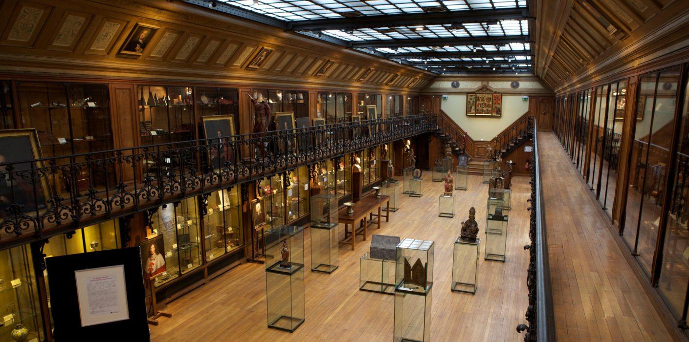 Il Musée d'histoire de la medicine di Parigi e il bisturi piegato alla Royal