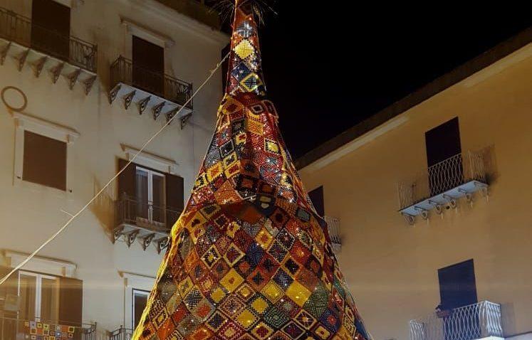 L'arte del crochet che unisce le donne di tutto il mondo, a Casteltermini