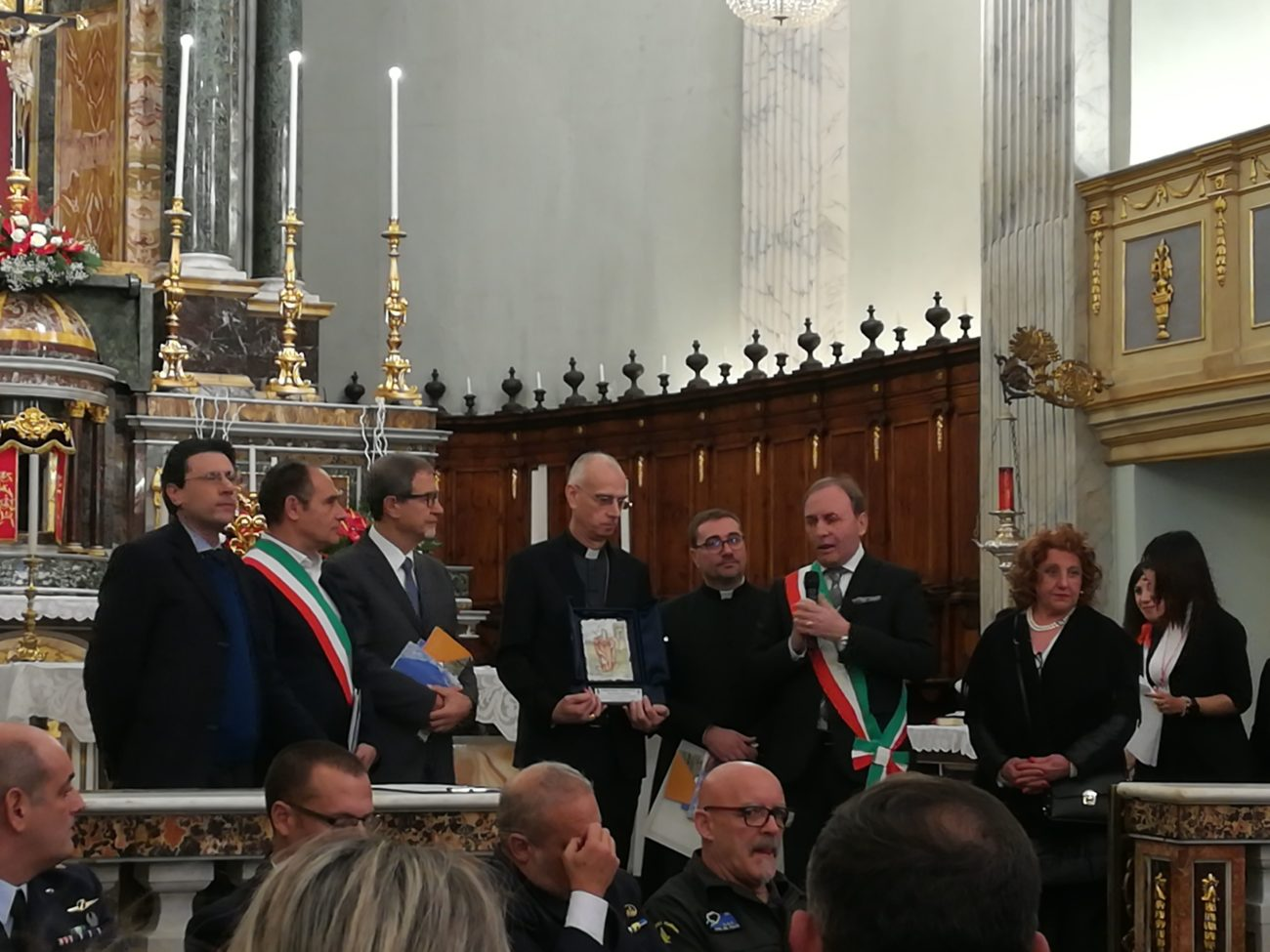 """Le """"buone azioni"""" del vescovo Raspanti sugli altari grazie al Premio Idria"""