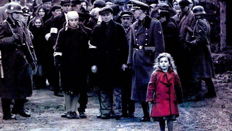 Quel lembo scarlatto di Schindler's List che cancella l'oblio dei lager nazisti