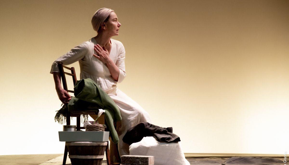 Con Monica Guerritore rivive quell'anima buona di Brecht in cerca di tenerezza