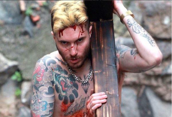 """L'Elfo """"Come Gesù"""", dark rapper tra le strade di San Berillo"""