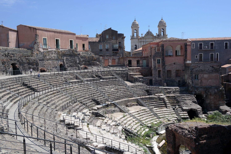 Teatro greco romano di Catania, la bellezza che si rivela a chi la sa cercare