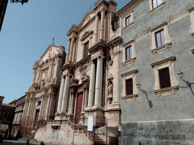 Il barocco più spumeggiante, a spasso nel tempo in Via Crociferi