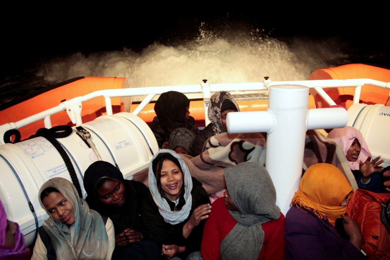 Centro Astalli, le politiche migratorie di chiusura acuiscono precarietà di vita, esclusione e irregolarità