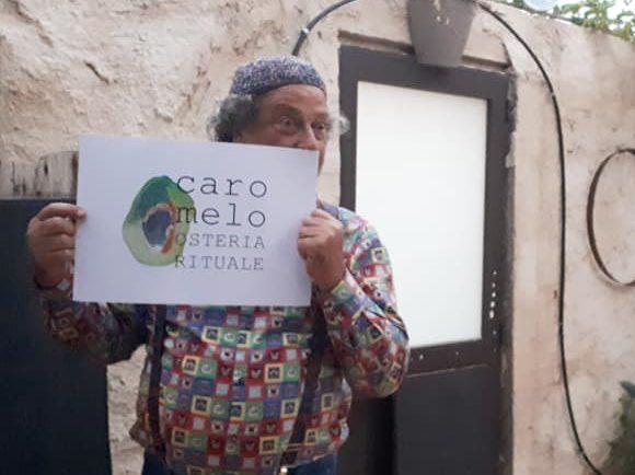 """""""Muoviti-fermu"""" a Donnalucata, c'è Carmelo Chiaramonte: «Apro """"Caro Melo"""" dove il cibo lancia messaggi di riscatto»"""