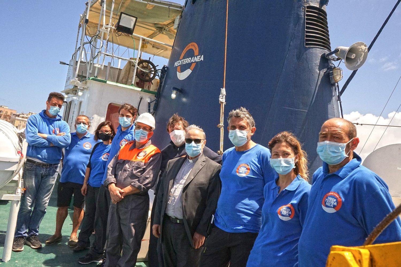 Visita a bordo della Mare Jonio di Mediterranea Saving Humans del vescovo di Mazara del Vallo Domenico Mogavero