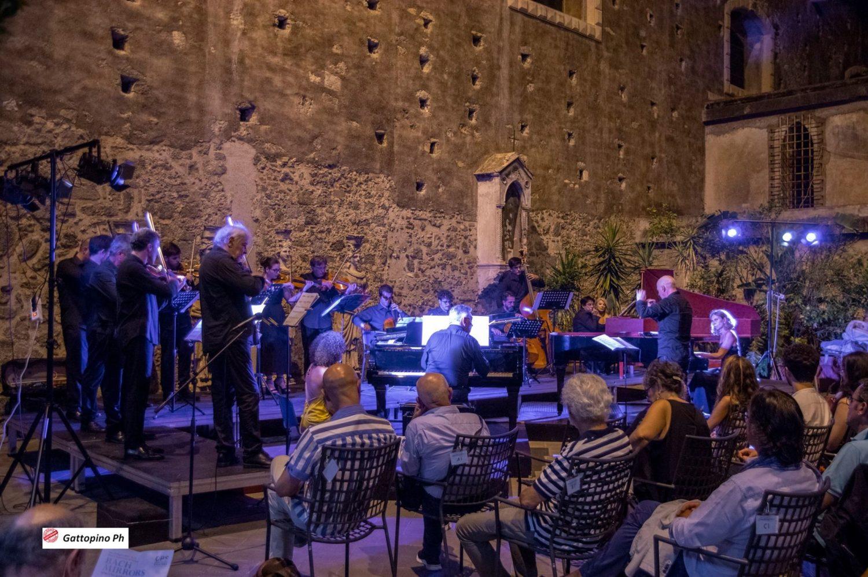 Versatilità dell'ensemble e rigore dei solisti danno corpo a Bach e i suoi multipli