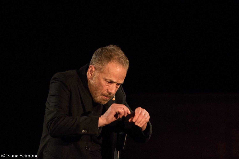 Regista con Euripide, attore con Dostoevskij, Gabriele Lavia rinnova il legame fra Taormina e il teatro
