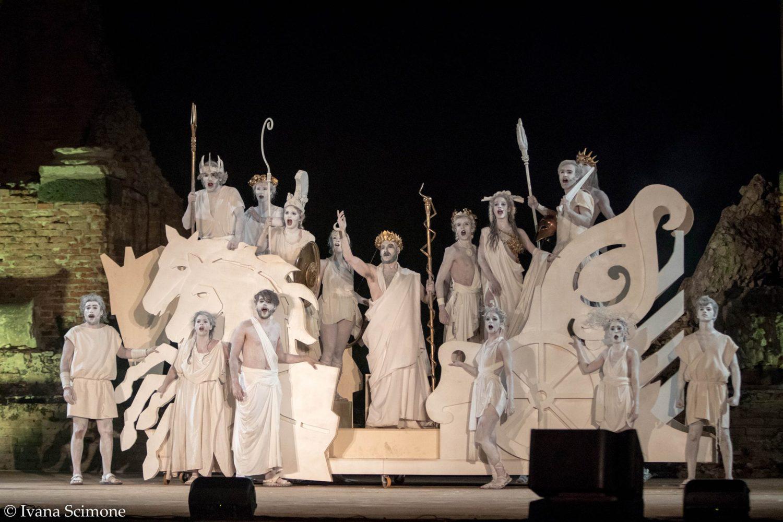 """""""Al passo coi templi"""" di Marco Savatteri, un'alba di rinascita al Teatro greco di Taormina"""