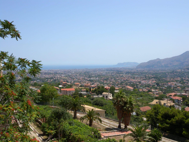 Silenzi e misteri nella Palermo di Farinetti tra arcadia e oblio perenne