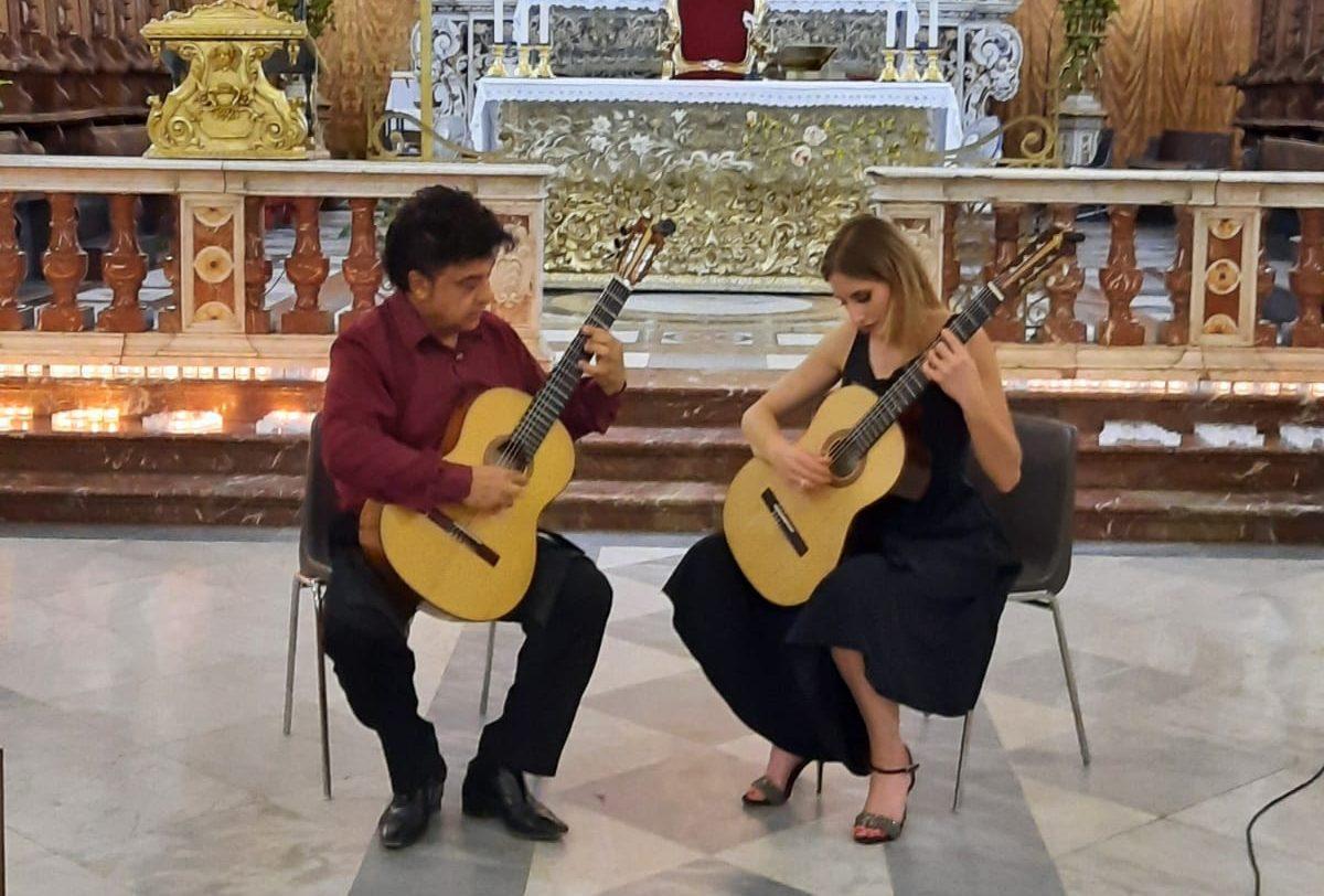 Scuderi e Pafumi, il maestro e l'allieva esaltano la chitarra classica